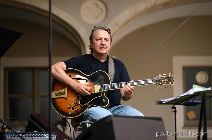 paulomorello.com Paulo Morello ... und seine Gibson L5