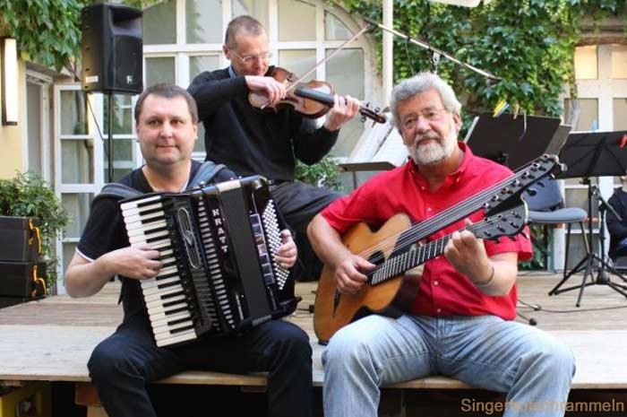 singerhofschrammeln.de Wiener Lieder mit den Singerhofschrammeln Drei Bayern schauen über die Grenzen